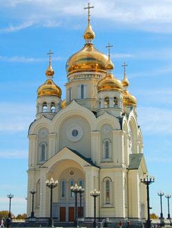 Фото. Спасо-Преображенский кафедральный собор Хабаровска, откуда каждое воскресенье отправляются автобусы с экскурсией по православным святыням