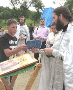 Фото. Уссурийск. 120 человек приняли Крещение в водах Кугуковского водохранилища и получили Свидетельства о Крещении