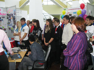 Фото. Владивосток, социальные проекты православного молодежного движения отмечены вице-губернатором Приморья
