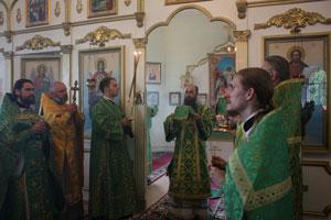 Фото. Алексеевка. Сотни паломников посетили храм прп. Тихона Калужского в Алексеевке