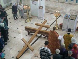 Фото. Арсеньев. Освящение поклонного креста в храме Благовещения Пресвятой Богородицы