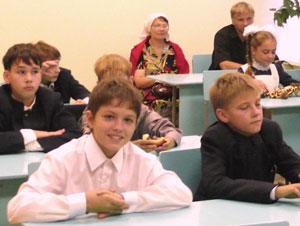 Фото. Владивосток. За партами - воспитанники Православной гимназии
