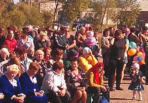 Фото. с. Новодевица, Хорольский р-н. Участниками праздничных мероприятий, посвященных 125-летию села, стали около двухсот человек