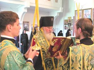 Фото. Линевичи. Архиепископ Вениамин совершает молебен св. вмц. Варваре