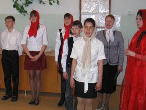 Фото. Спасск-Дальний. Пасхальное выступление участников Православного молодежного движения