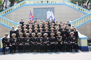 Фото. Владивосток. Викарий епархии благословил выпускников ТОВМИ
