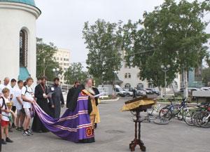 Фото. Южно-Сахалинск. Здесь, за полторы тысячи километров, начинался крестный велопробег. А завершится - в приморском г. Артеме