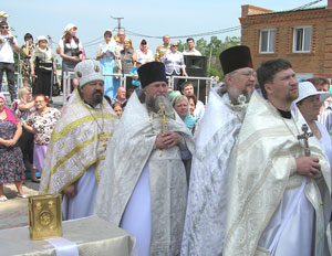 Фото. Спасск-Дальний. Духовенство и прихожане Северного благочиния на освящении храма Вознесения Господня