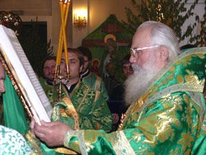 Фото. Владивосток. В День Святого Духа архиепископ Вениамин совершил Литургию в Покровском соборе
