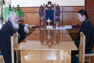 фото. Владивосток. Встреча  архиепископа Вениамина с игуменом Феофаном (Ким)