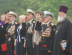 Фото. Владивосток. Протоиерей Виктор Жильцов в числе участников ветеранской делегации, отправляющейся в Брест