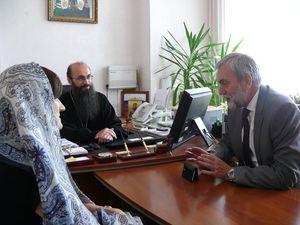 Фото. Владивосток. Епископ Иннокентий встретился с представителями фонда «Русский мир»