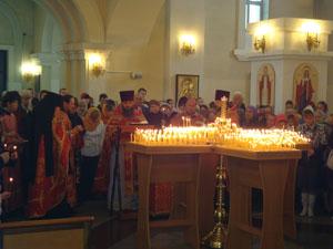 Фото. Владивосток. В канун Дня защиты детей прошел молебен об умножении любви