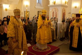 Фото. Владивосток. Архиепископ Вениамин представил пастве нового викария