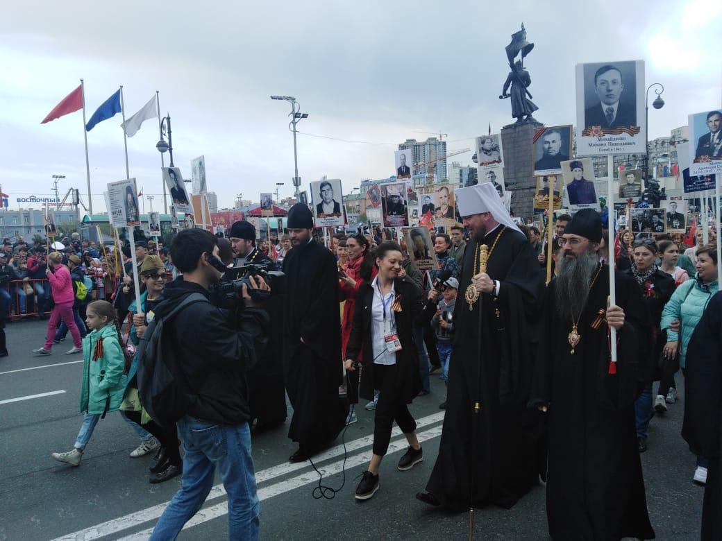 В «Бессмертном полку» прошли архиереи и священнослужители Владивостокской епархии