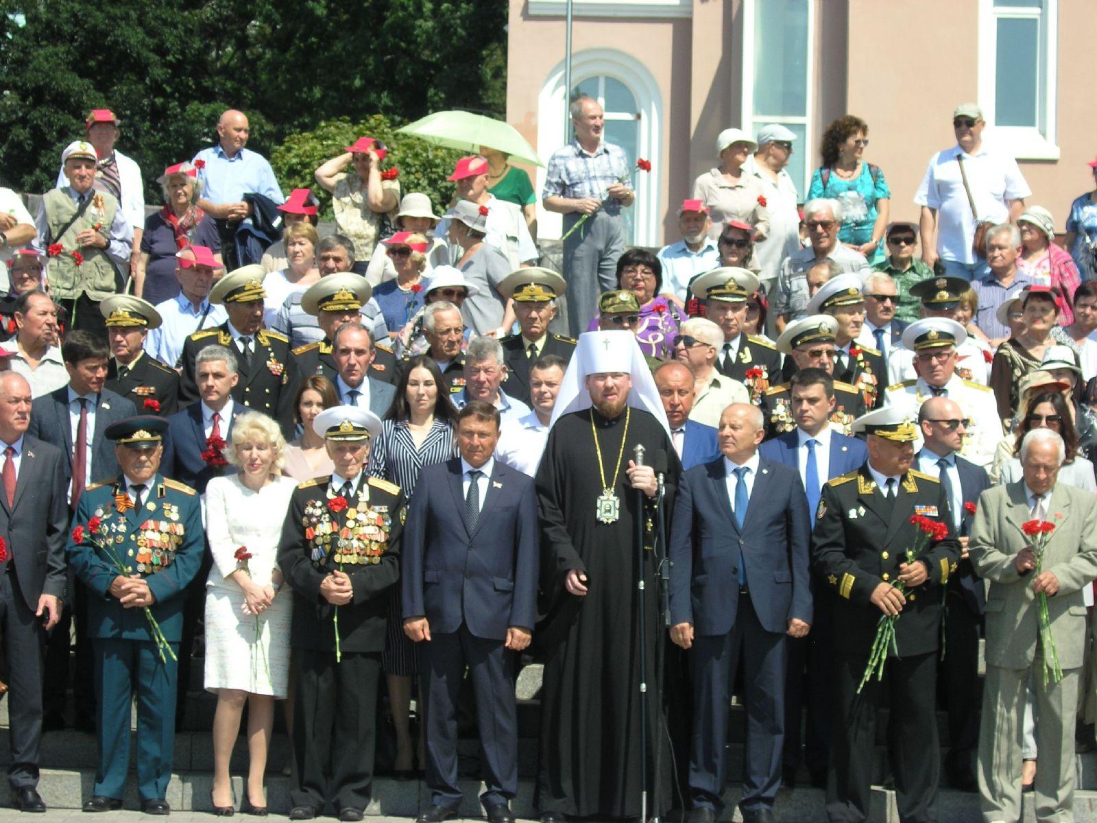 Глава Приморской митрополии принял участие в митинге, посвященном годовщине окончания Второй Мировой войны